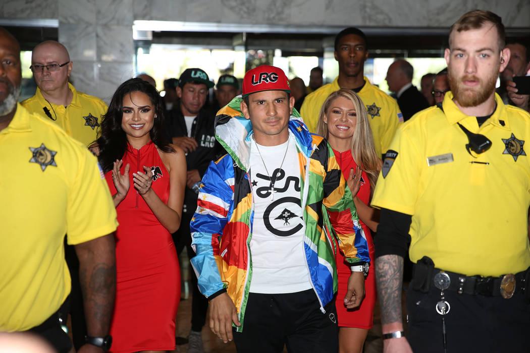 Mauricio Herrera hace su gran llegada al hotel-casino MGM Grand en Las Vegas, el martes 30 de a ...