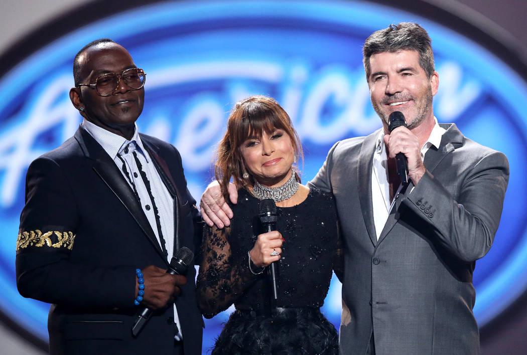 """Los ex jueces Randy Jackson, Paula Abdul y Simon Cowell aparecen durante el final de la serie """" ..."""