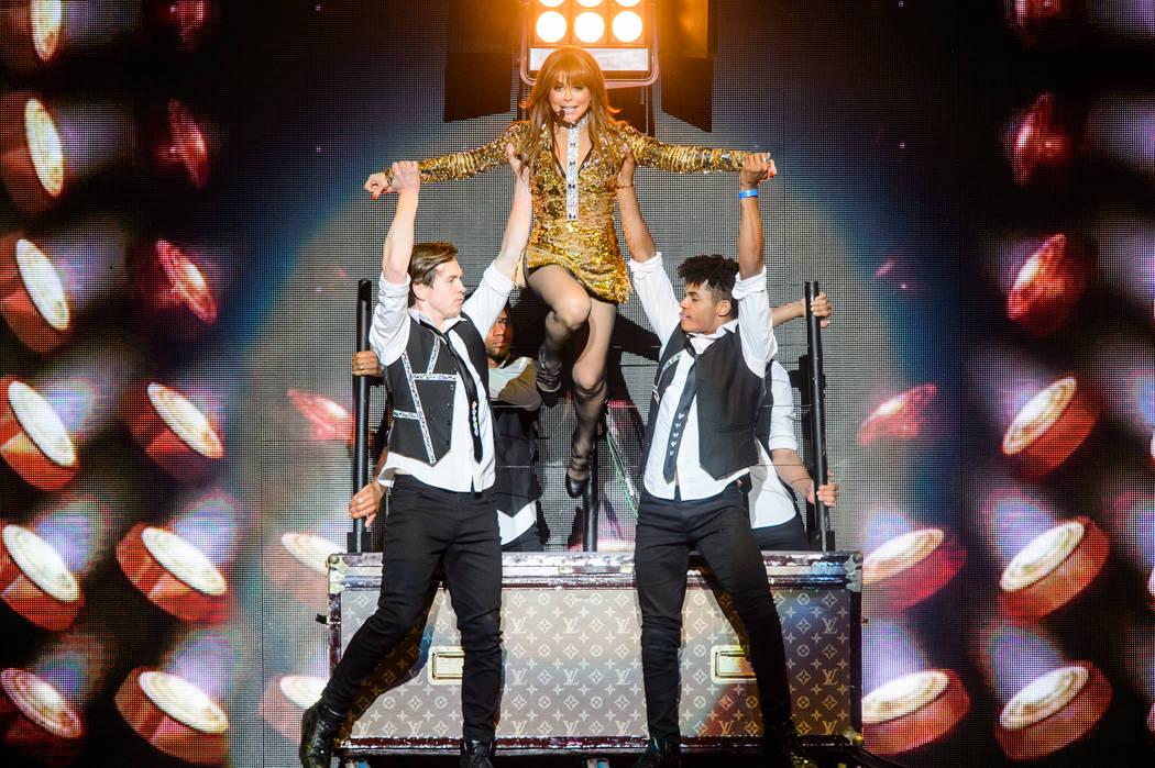 Paula Abdul se presenta en T-Mobile Arena el domingo 28 de mayo de 2017 en Las Vegas. (Imágene ...