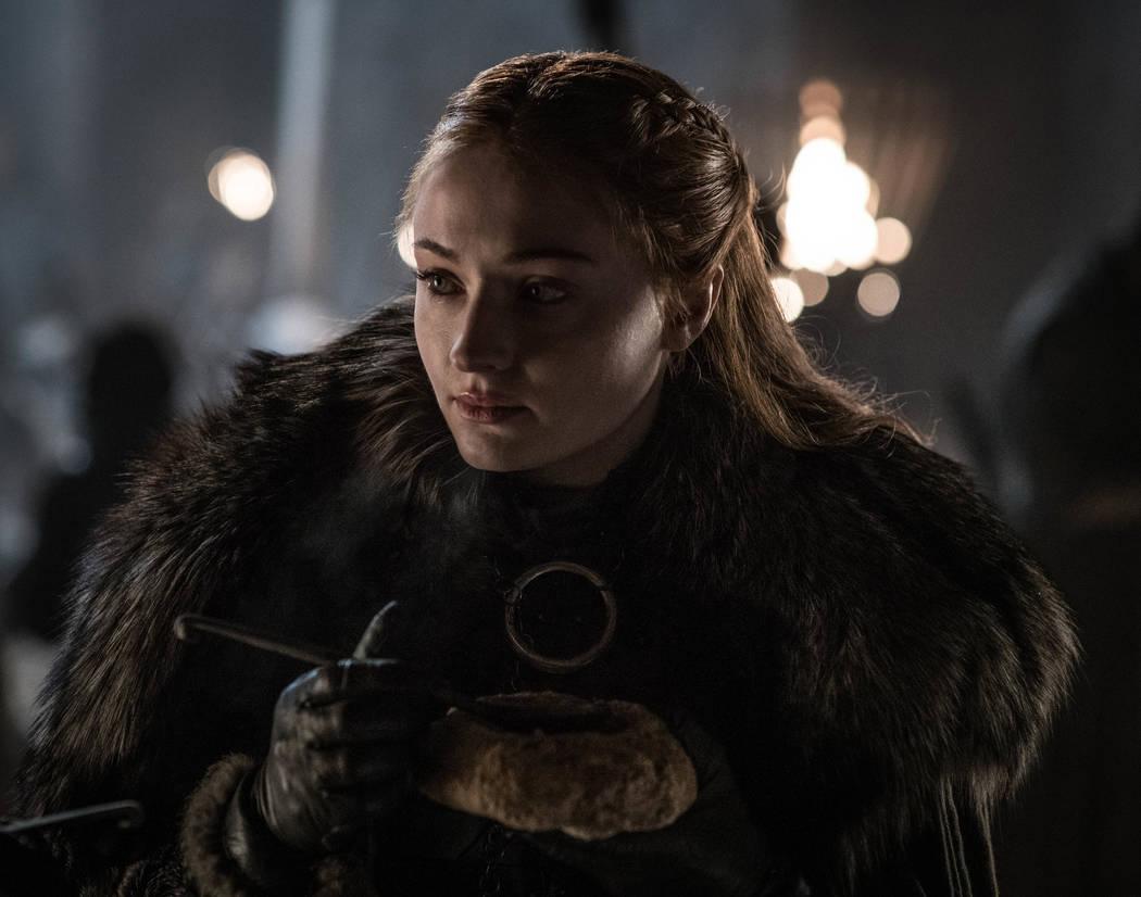 """Esta imagen publicada por HBO muestra a Sophie Turner en una escena de """"Game of Thrones"""", que s ..."""