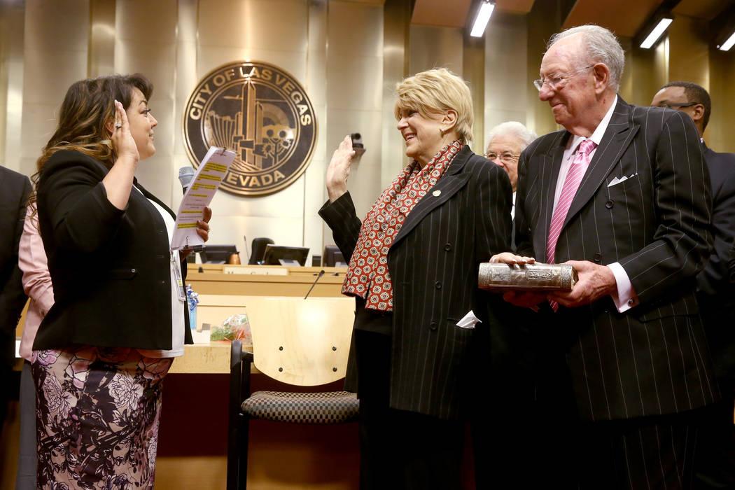 La alcaldesa de Las Vegas, Carolyn Goodman, asumió su tercer y último mandato durante una reu ...