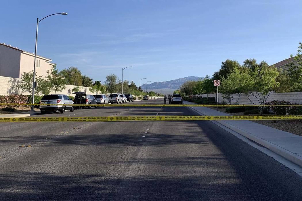 Cinta policial en Horse Drive cerca de North El Capitán Way en el noroeste del Valle de Las Ve ...