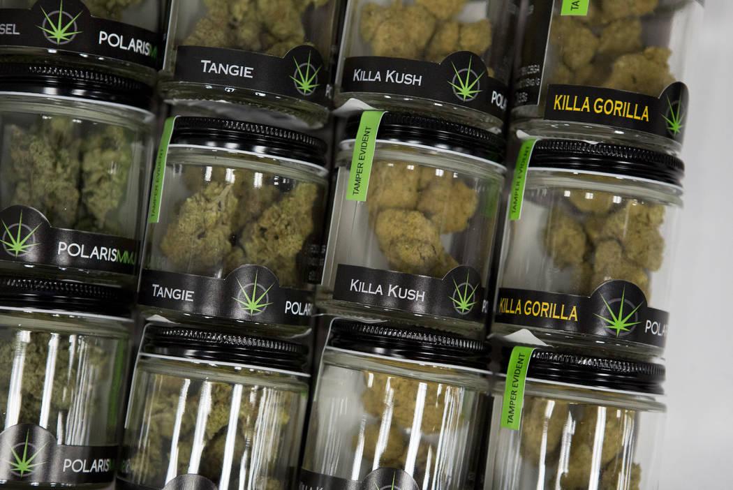 Productos de marihuana se encuentran en un cajón del dispensario de marihuana medicinal BLM La ...