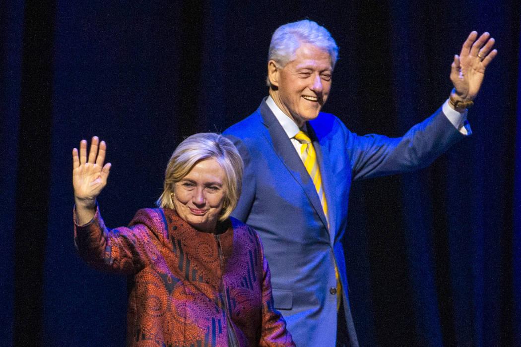 El ex presidente de los EE. UU. Bill Clinton y la ex secretaria de Estado de EE. UU. Hillary Cl ...