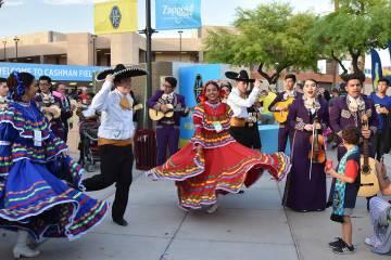 En el Cashman Field se celebró el fin de semana por el Cinco de Mayo. [ Foto Las Vegas Lights ...