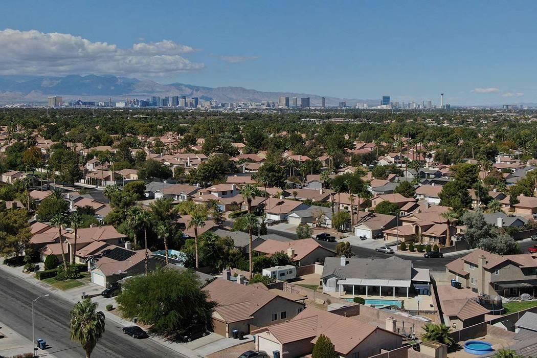 Los precios de las casas en Las Vegas subieron a su ritmo más lento en siete años en abril. ( ...