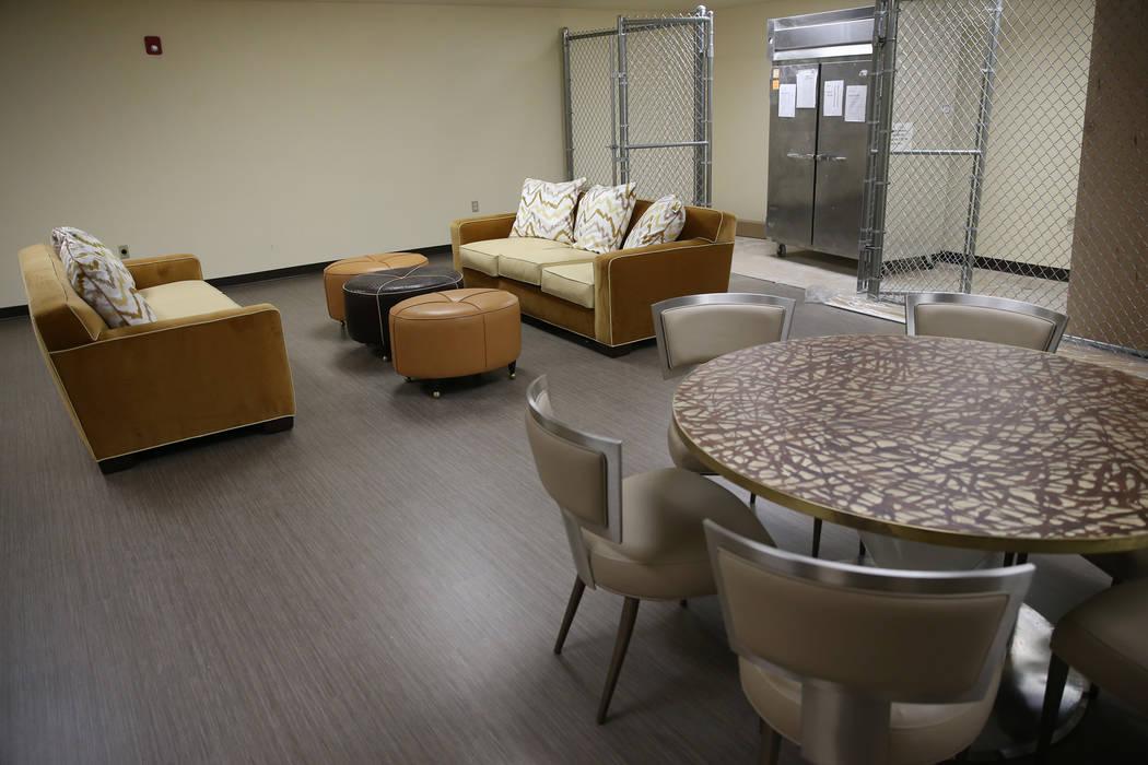 La nueva sala de descanso para empleados del refugio The Shade Tree en North Las Vegas se fotog ...