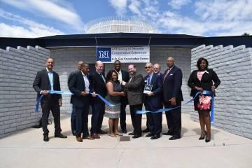 Extensión Cooperativa de la Universidad de Nevada, en el Condado Clark realizó la apertura de ...