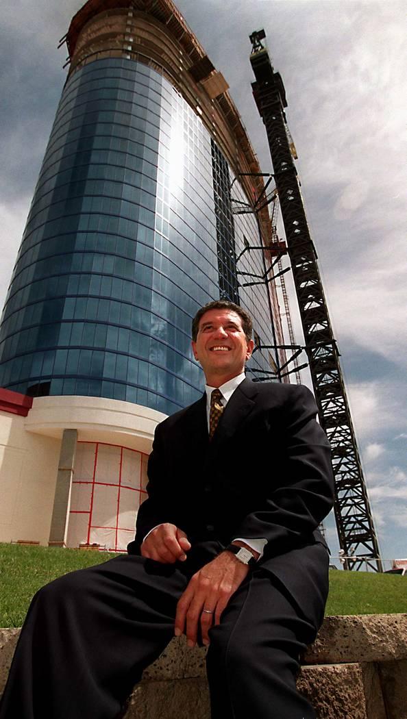 Tony Marnell II, fundador de Rio, afuera del hotel en 1997. (Las Vegas Review-Journal)