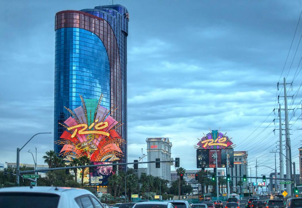 Rio fue el primer resort de suites en Las Vegas y el primero con vidrio de piso a techo en toda ...