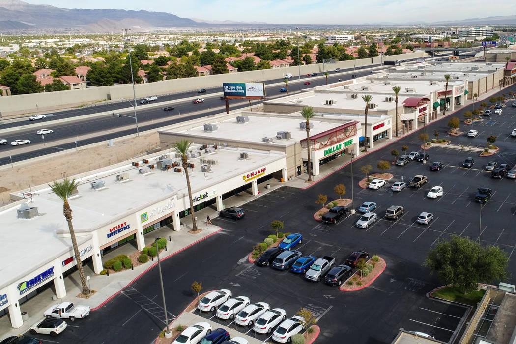 Pebb Enterprises anunció que compró el centro comercial Rainbow Promenade de Las Vegas, que s ...