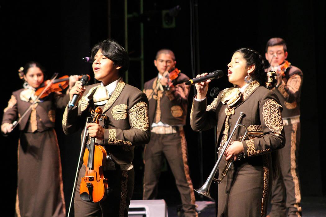 Solo en secundarias del CCSD son más de 5 mil los alumnos inscritos a clases de mariachi. Sáb ...