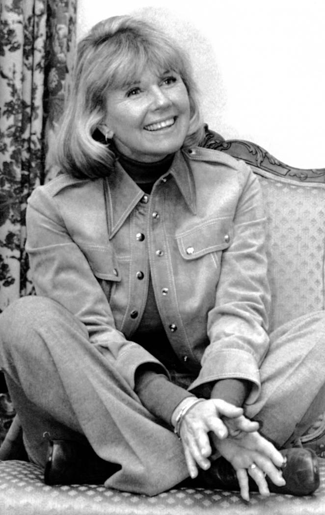 La actriz y cantante Doris Day responde preguntas en Nueva York, durante una entrevista sobre s ...