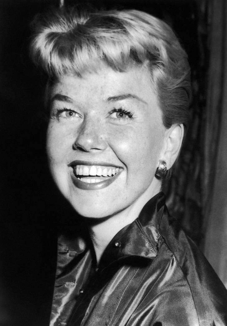 La actriz y cantante de cine Doris Day el 12 de abril de 1955. Day, cuya sana presencia en la p ...
