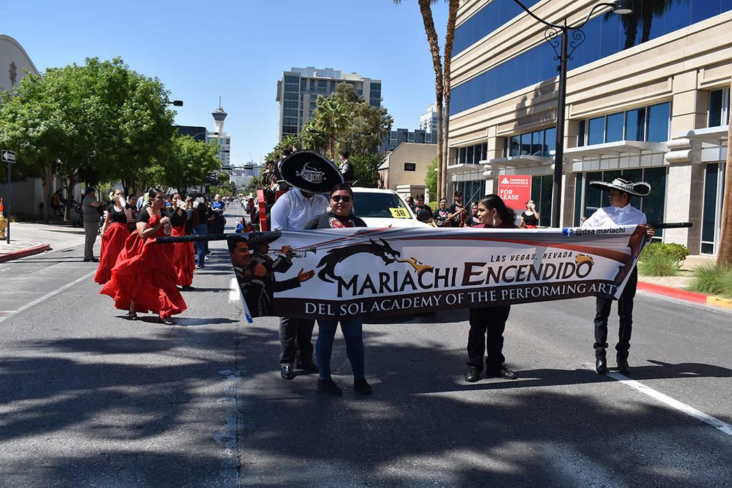 Los jóvenes agrupados en el Mariachi Encendido del Sol Academy of the Performing Arts, partici ...