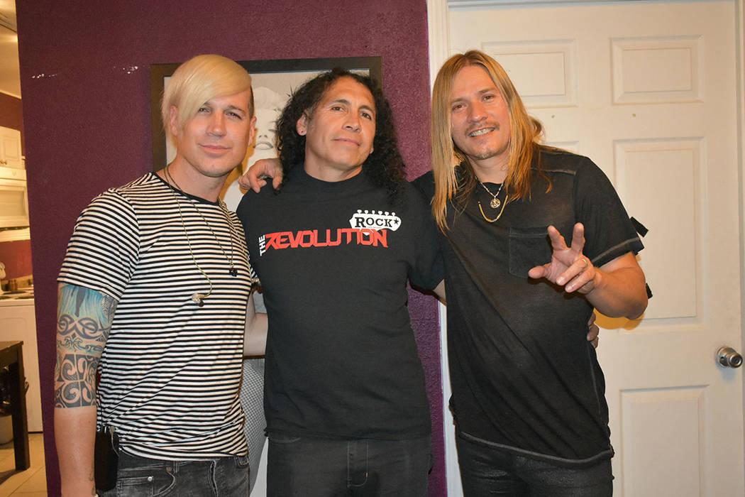 Al centro, Omar Hurtado -dirigente de The Revolution Rock- presentó un concierto estelarizado ...
