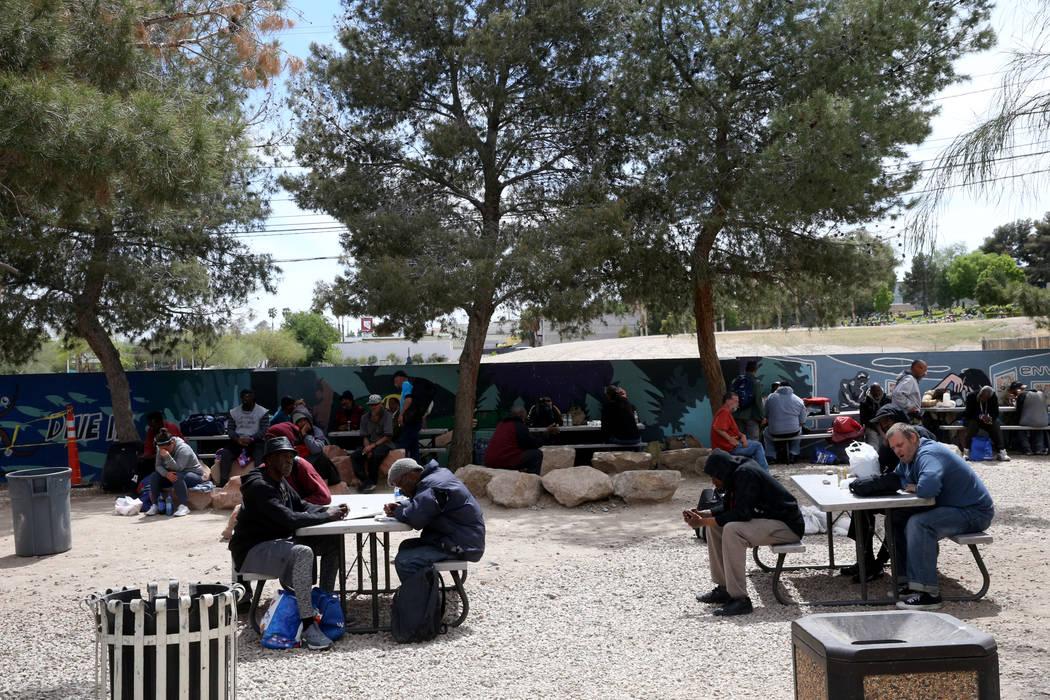 Centro de Recursos para Personas sin Hogar en el Patio de la Ciudad de Las Vegas, jueves 11 de ...