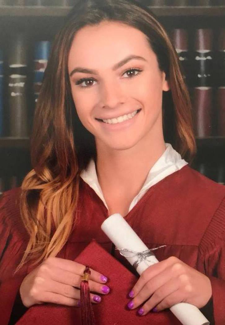 Meadow Pollack, de 18 años, recibió un disparo mortal cuando el ex alumno Nikolas Cruz abrió ...