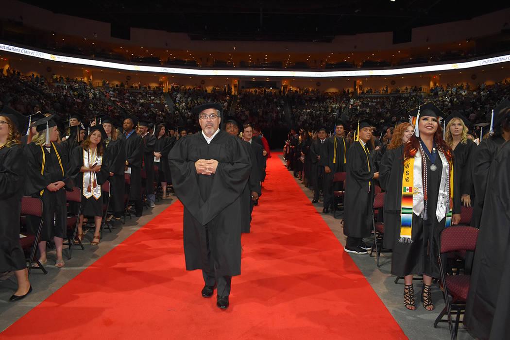 Peter Guzmán, presidente de la Cámara Latina de Comercio recibió la Medalla Presidencial. Ma ...