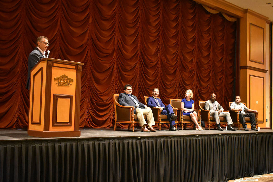 Durante 'Carrers In Motions' se llevó a cabo un panel de diálogo sobre oportunidades labo ...