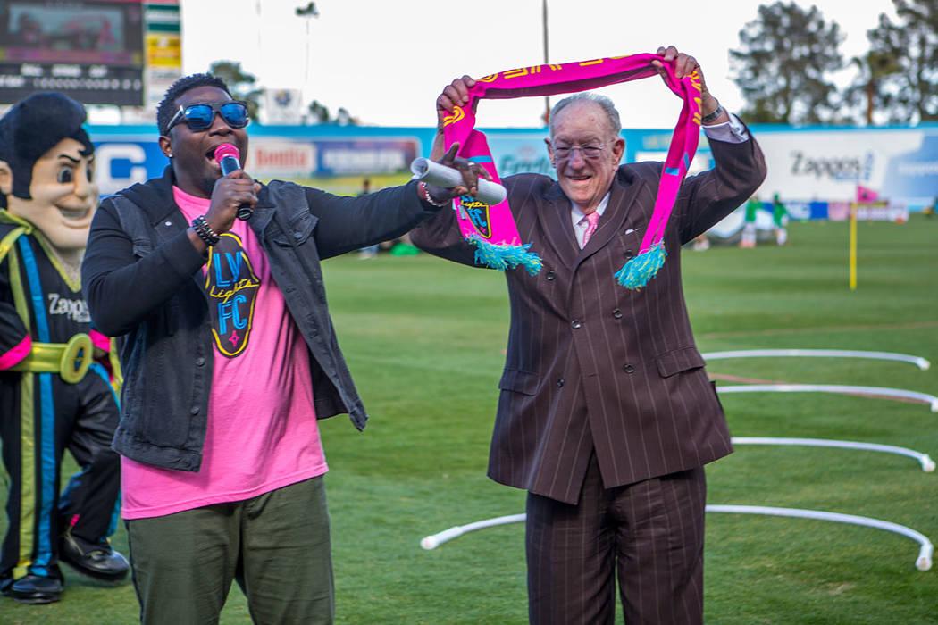 El ex-alcalde Óscar Goodman también fue reconocido por Lights FC. Foto Cortesía Las Vegas Li ...