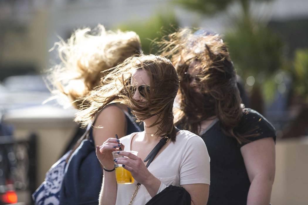 Los vientos fuertes y las temperaturas alrededor de 25 grados por debajo de lo normal continuar ...