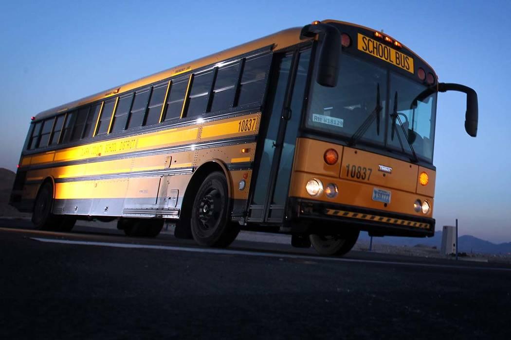 Un conductor de autobús del Distrito Escolar del Condado de Clark quien fue despedido por tene ...