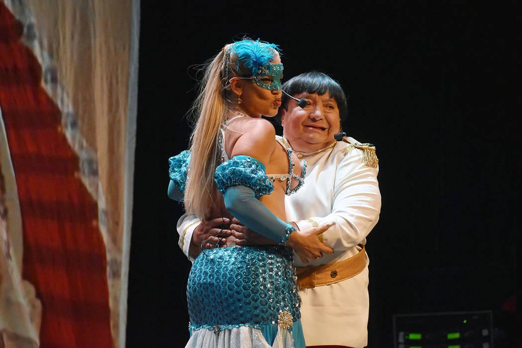 """Luis de Alba es el Príncipe """"Enriquito"""", que anda en busca de una novia para casarse. Juev ..."""