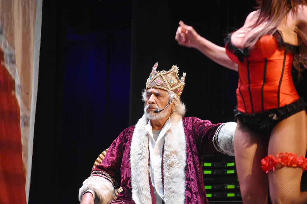 Rafael Inclán hizo el papel de Rey del reino y, preocupado por la vida inútil de su hijo Enri ...