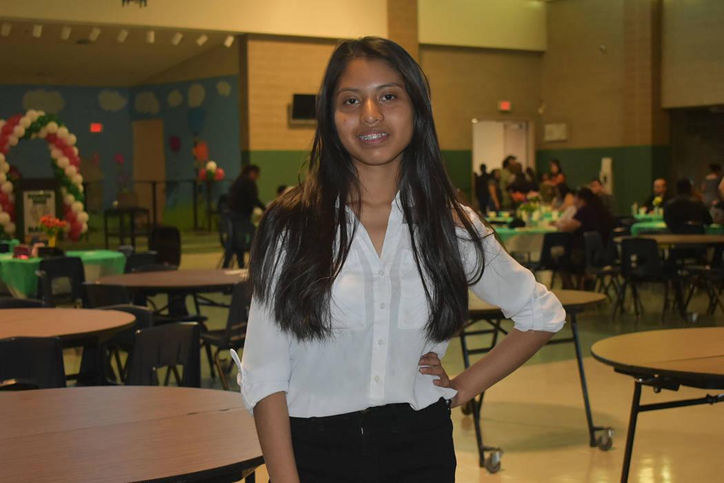 Jocelyn Herrera, de 16 años de edad, es la nueva presidente de la Unión de Estudiantes Hispan ...
