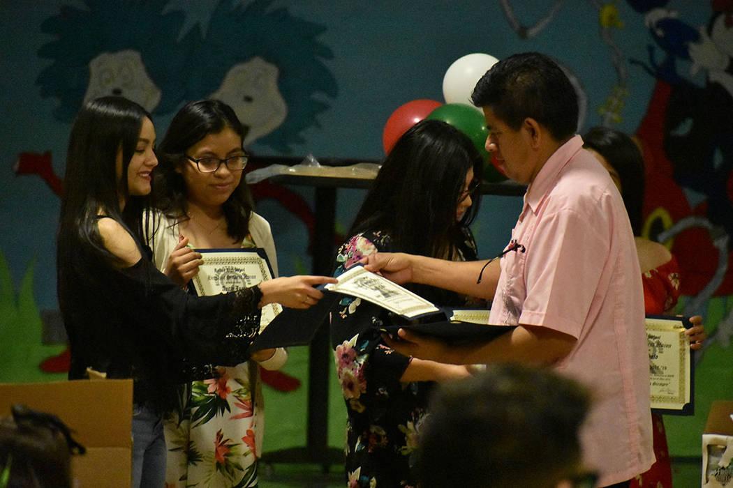 Con convivencia, celebraron 30 años de la Unión de Estudiantes Hispanos. Lunes 20 de mayo de ...