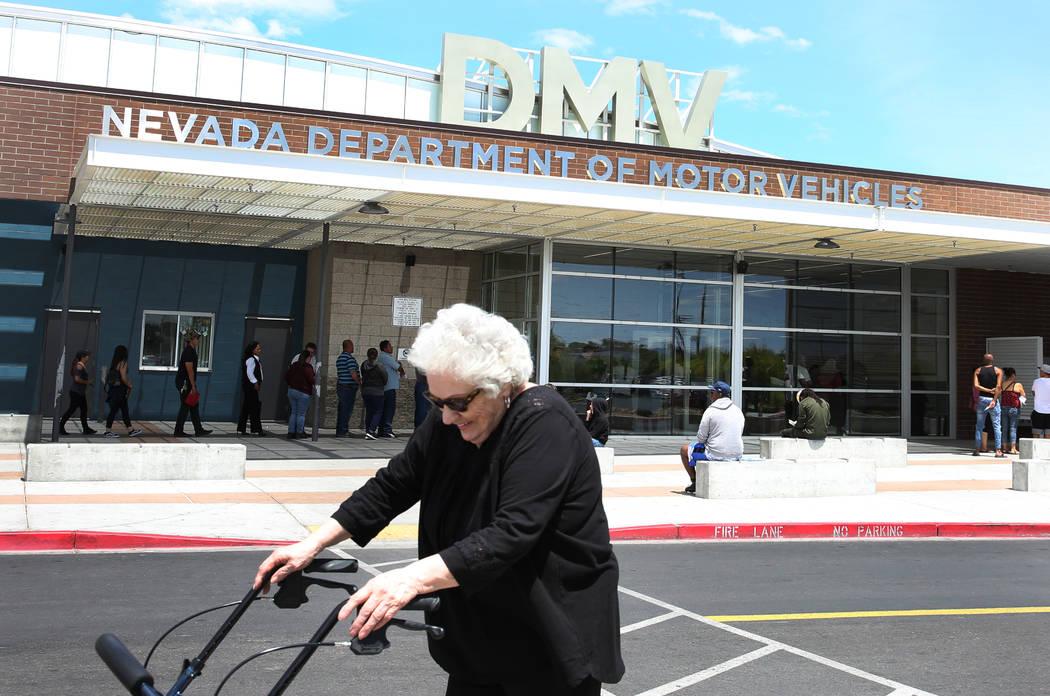Un cliente pasa por el DMV en la oficina de East Sahara el viernes, 10 de mayo de 2019 en Las V ...