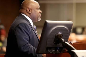 El orador Jason Frierson, demócrata por Las Vegas, preside durante una sesión de la Asamblea ...