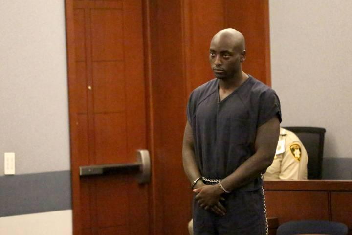 El ex jugador de la NFL Cierre Wood, quien junto con su novia, está acusado de asesinato en pr ...
