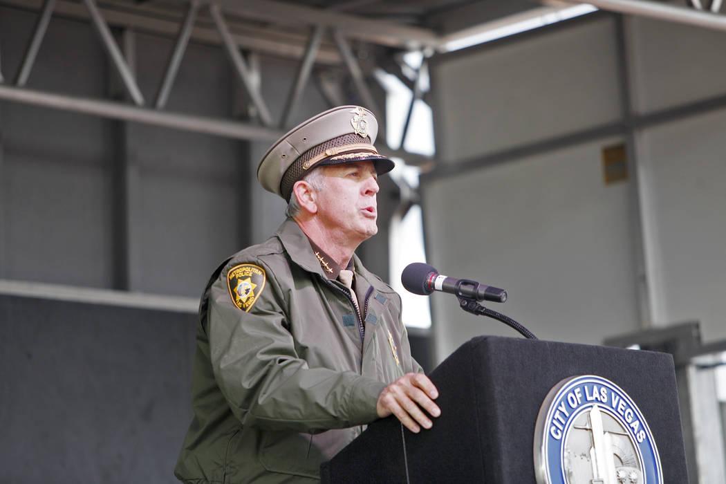 El alguacil Joe Lombardo habla en el servicio conmemorativo de los oficiales de policía del su ...