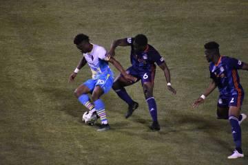 Tabor Etaka Preston (19) hizo que el accionar de Las Vegas Lights FC tuviera mayor profundidad ...