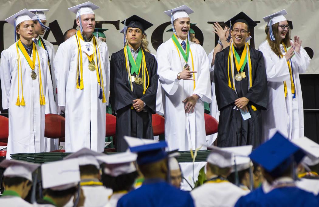 Graduados de la escuela Green Valley, desde la izquierda, Jack Burgess, Tuff Donovan, Xavier Ga ...