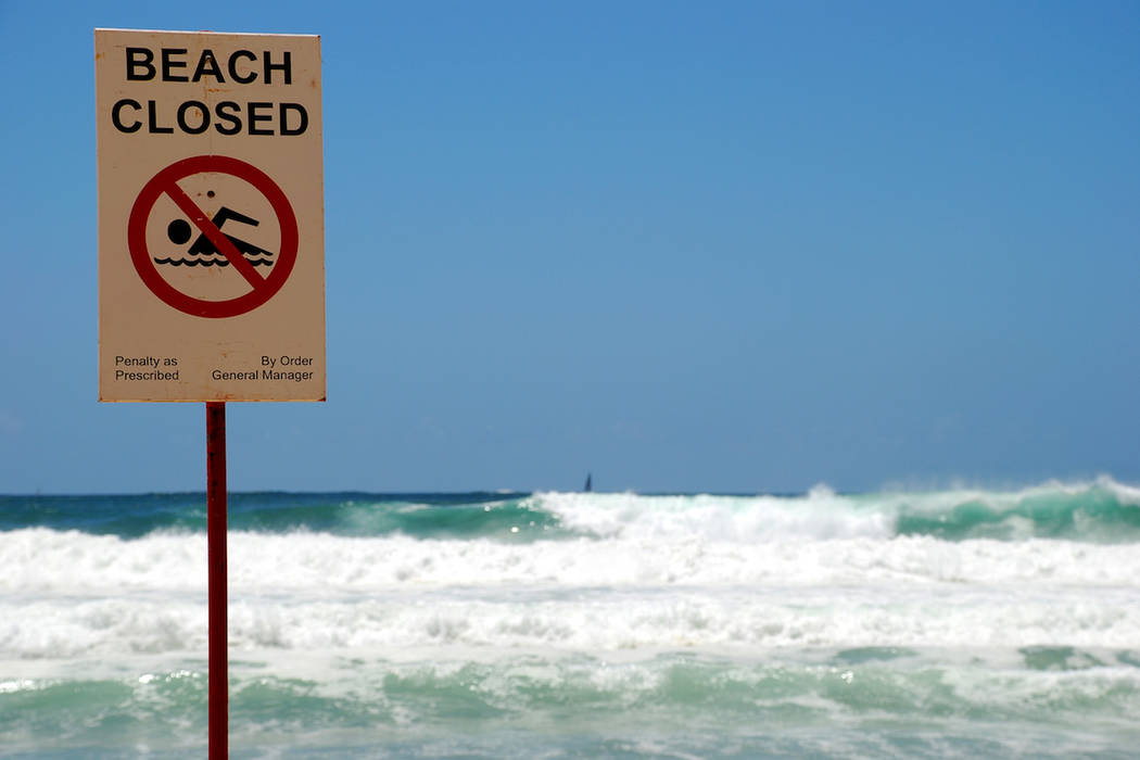 Letrero de playa cerrada. (Getty Images)