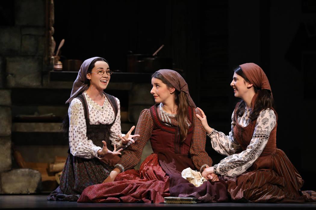 """Natalie Anne Powers, Mel Weyn y Ruthy Froch retratan a las hijas de Tevye en """"Fiddler on the Ro ..."""