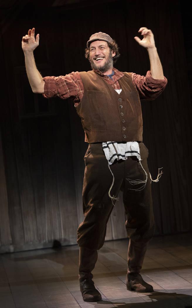 "Yehezkel Lazarov como Tevye en ""Fiddler on the Roof"". (Joan Marcus)"