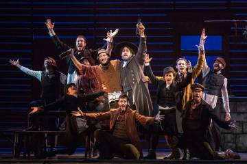 "El elenco de ""Fiddler on the Roof."" (Joan Marcus)"