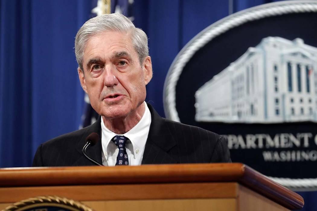 El abogado especial Robert Muller llega para hablar en el Departamento de Justicia el miércole ...