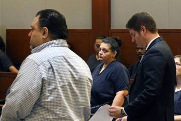 Sherry Marks, centro, en la sala del tribunal durante su audiencia preliminar en el Regional Ju ...