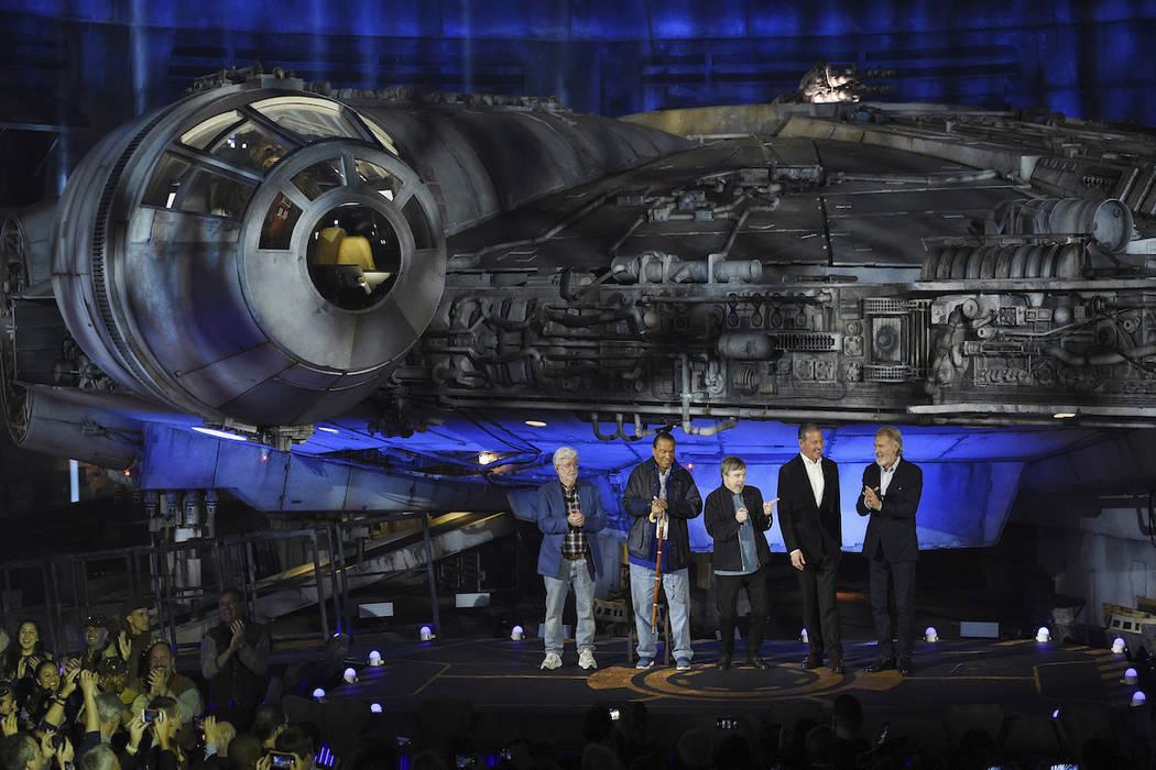 """De izquierda a derecha, el creador de la franquicia cinematográfica """"Star Wars"""" George Lucas, ..."""