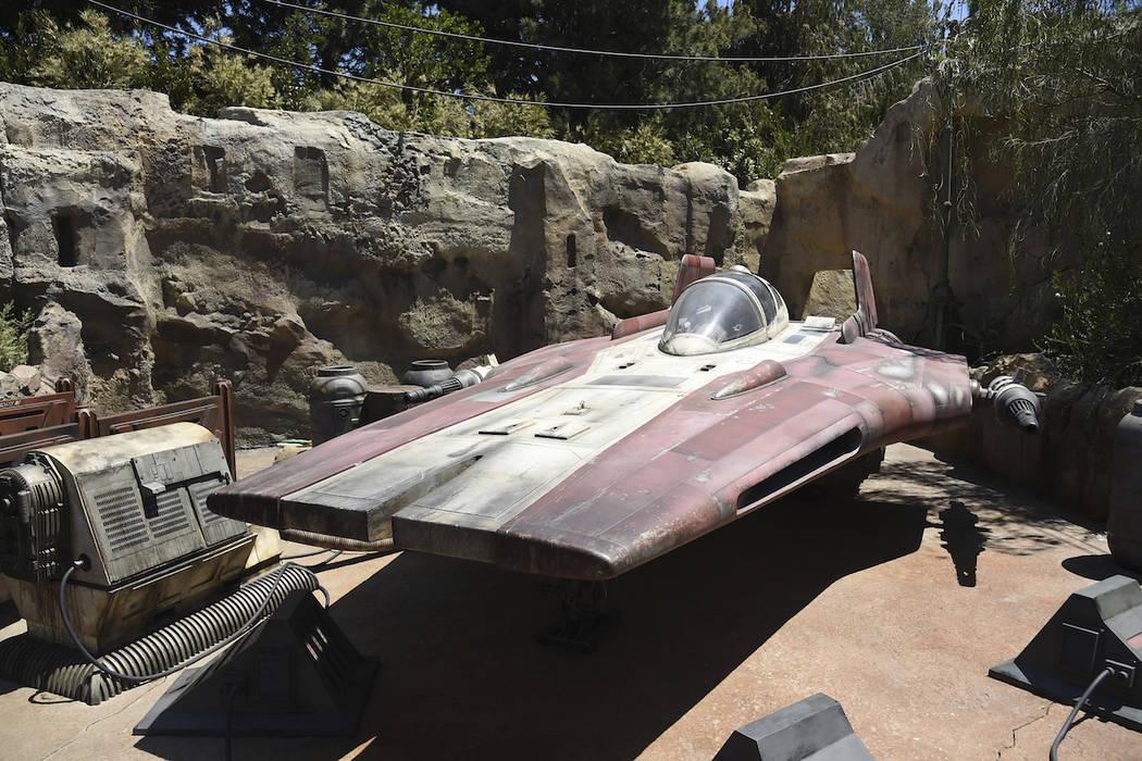 Se muestra una nave A-wing durante la Previsualización de Medios de Star Wars: Galaxy's Edge e ...