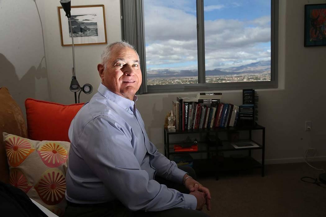Seth Morrison en su casa en Las Vegas, el lunes 27 de mayo de 2019. Morrison, quien se llama a ...