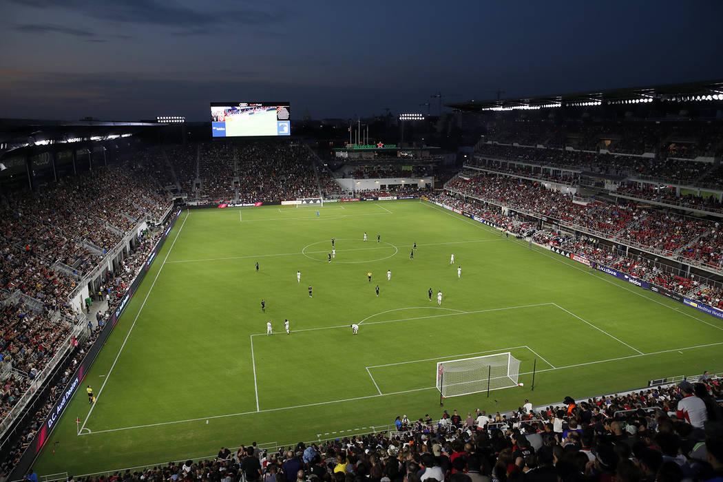 D.C. United y Vancouver Whitecaps juegan durante la primera mitad de un partido de fútbol de l ...