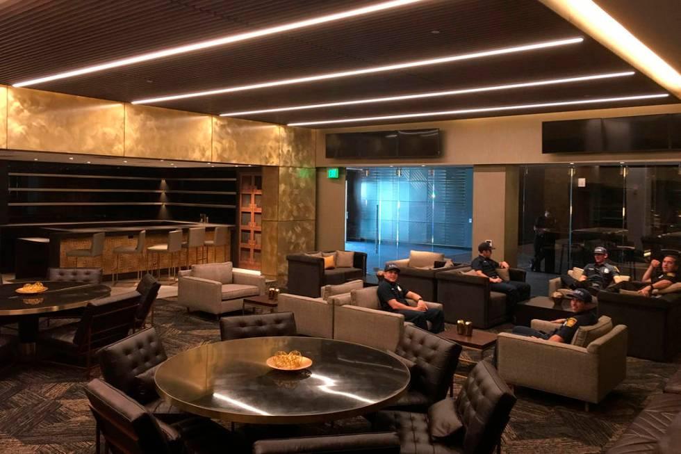 En este jueves, 26 de abril de 2018, la foto muestra una suite en el nivel Club en el Banc of C ...