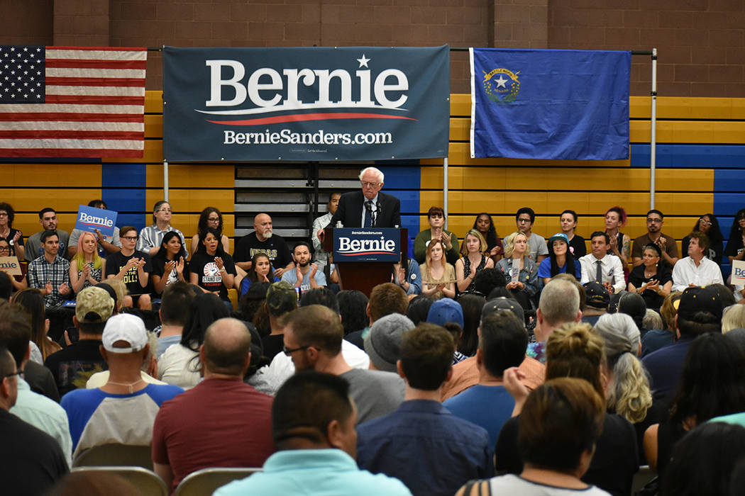 Bernie Sanders busca el apoyo de los habitantes de Las Vegas para lograr la nominación demócr ...