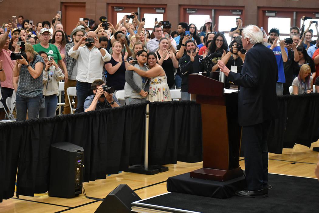 Simpatizantes externaron apoyo a Bernie Sanders. Jueves 30 de mayo de 2019 en la escuela secund ...